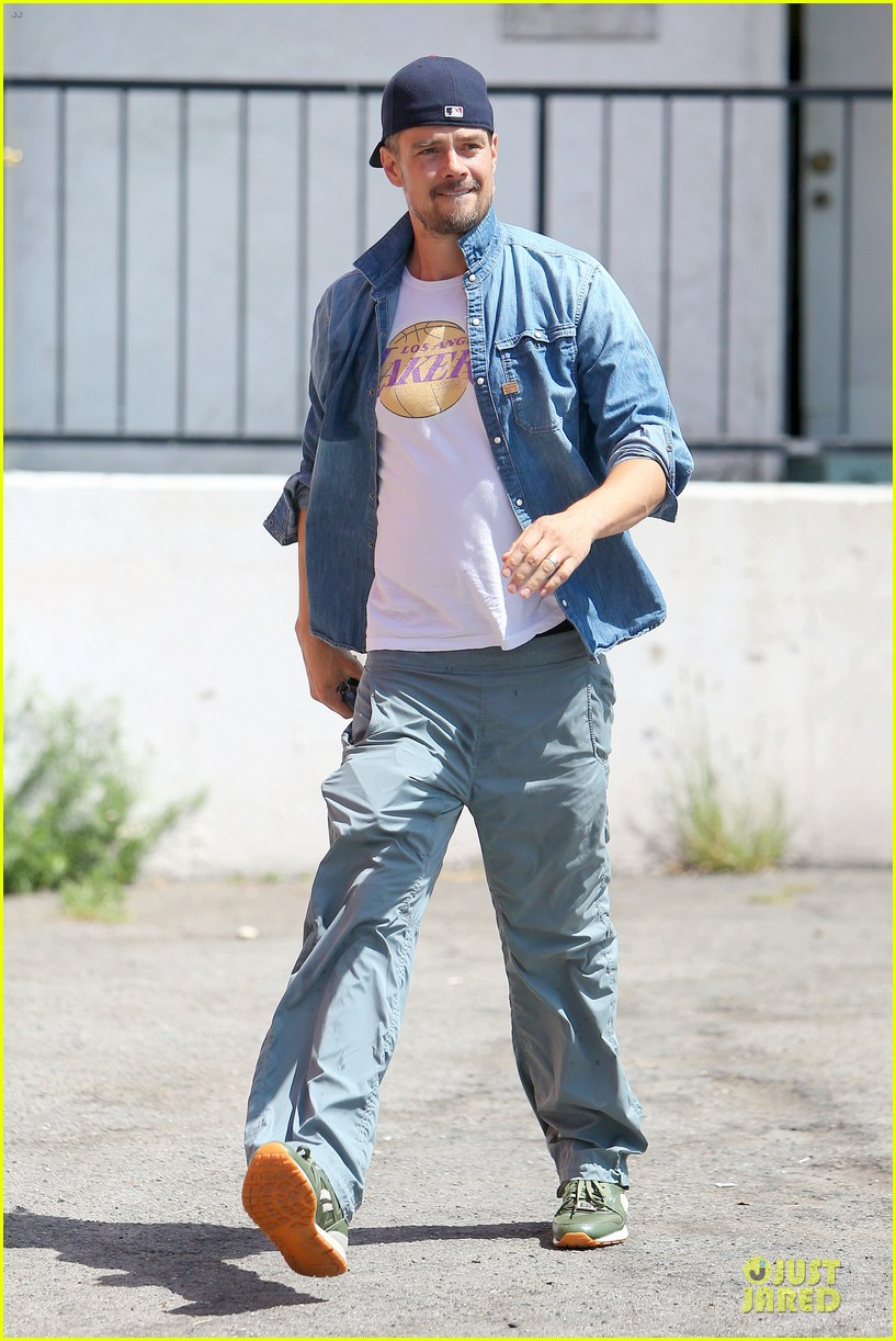josh duhamel loves lakers despite losing 033127612
