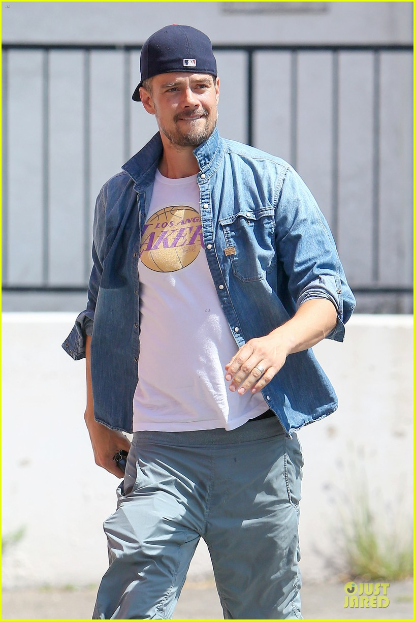 josh duhamel loves lakers despite losing 073127616