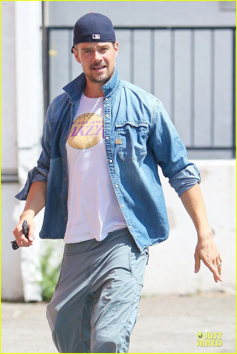 josh duhamel loves lakers despite losing 113127620