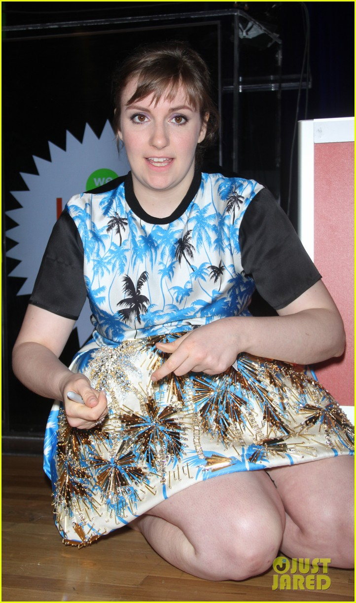 lena dunham hangs out with pal bj novak in new york 17