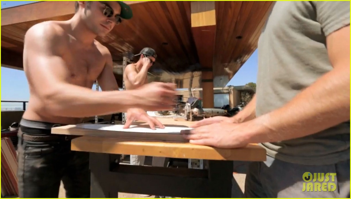 zac efron shirtless making skateboards 083139274