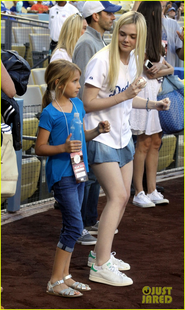elle fanning first pitch dodgers game 013129270
