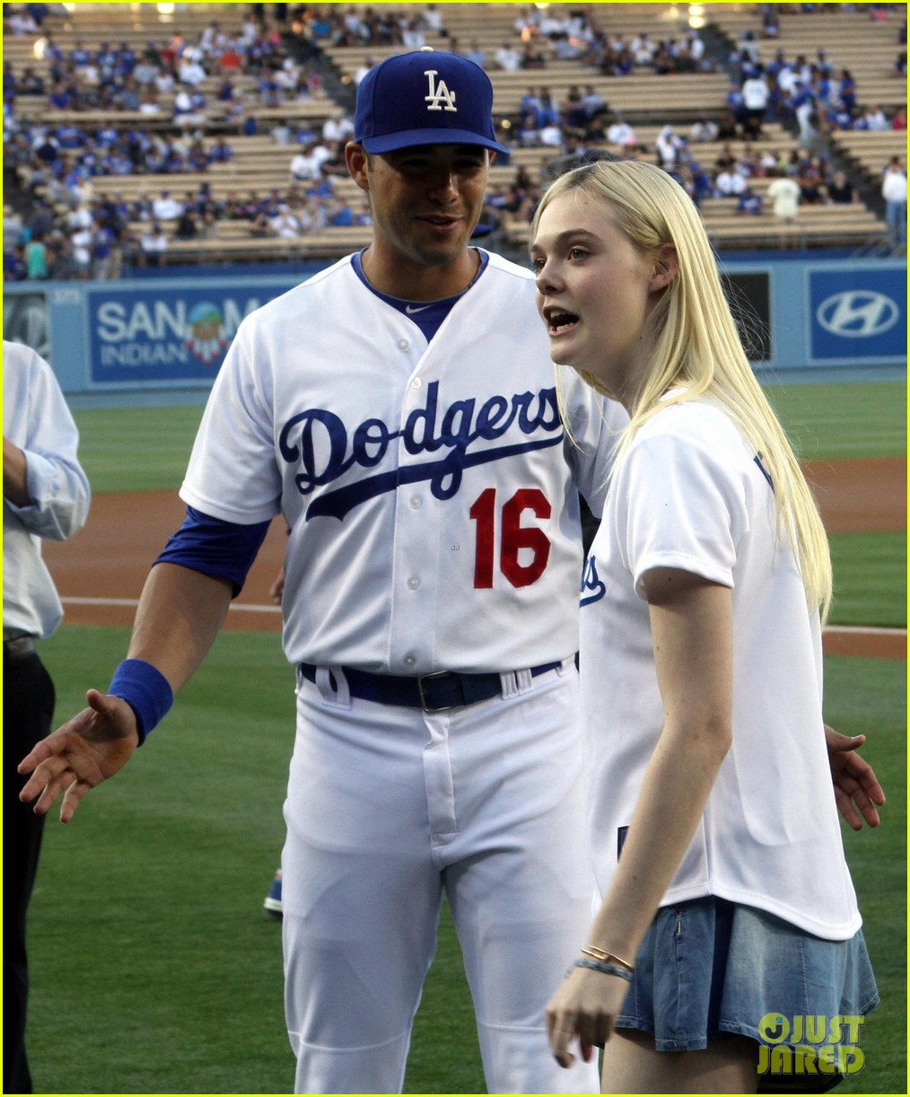 elle fanning first pitch dodgers game 033129272