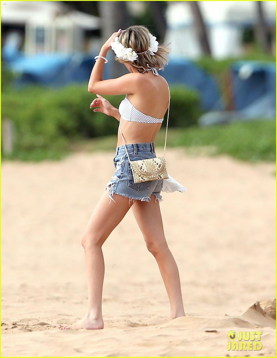 emma roberts bikini hawaii vacation evan peters 103127968