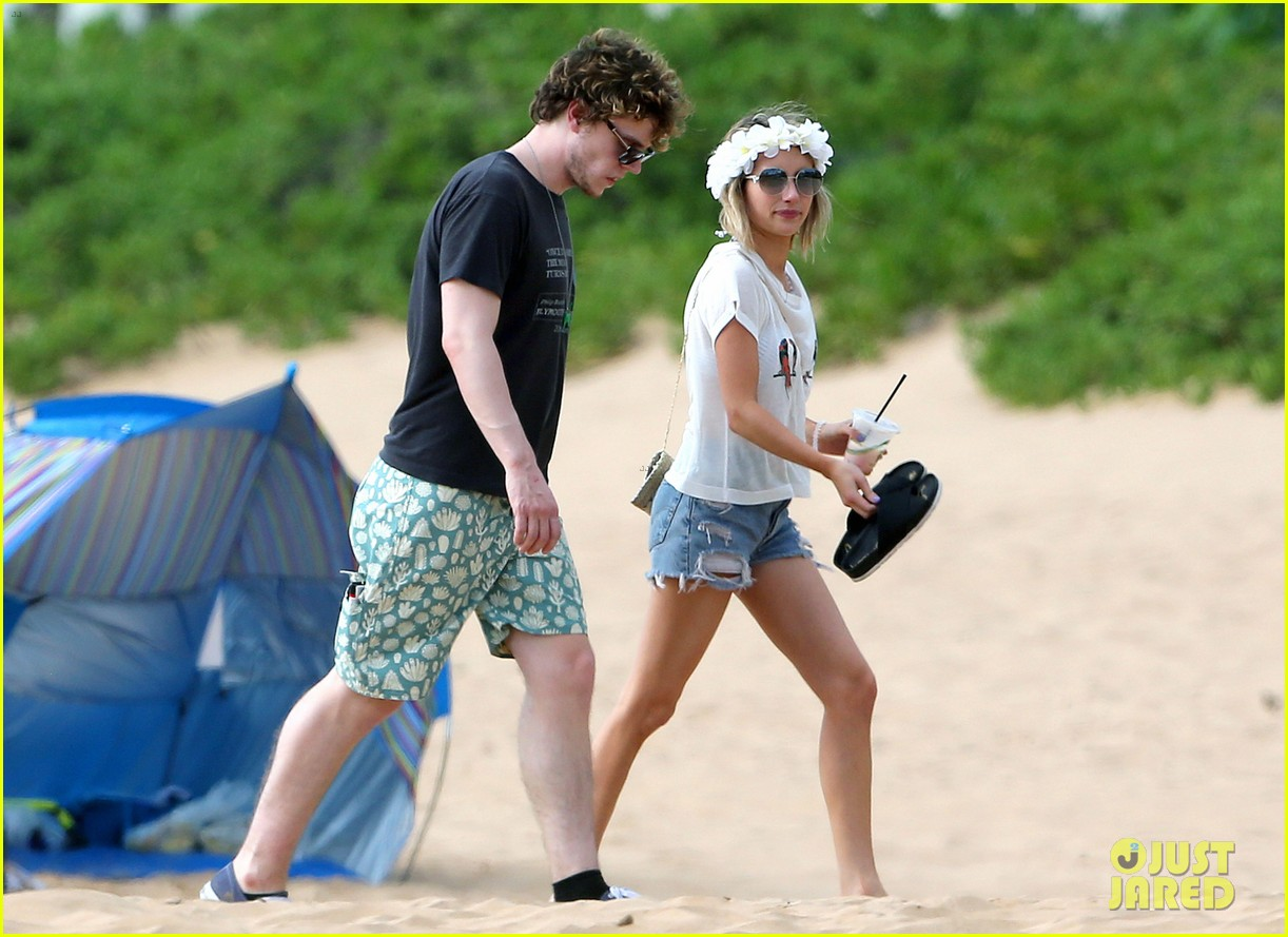emma roberts bikini hawaii vacation evan peters 193127977