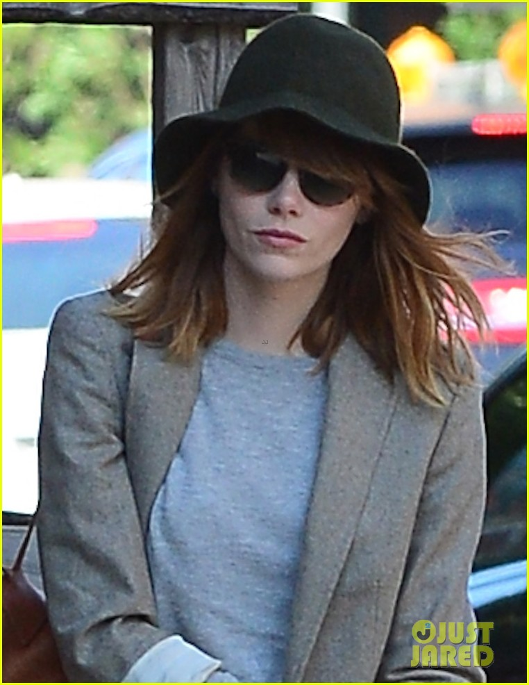 emma stone early morning stroll soho 033143096