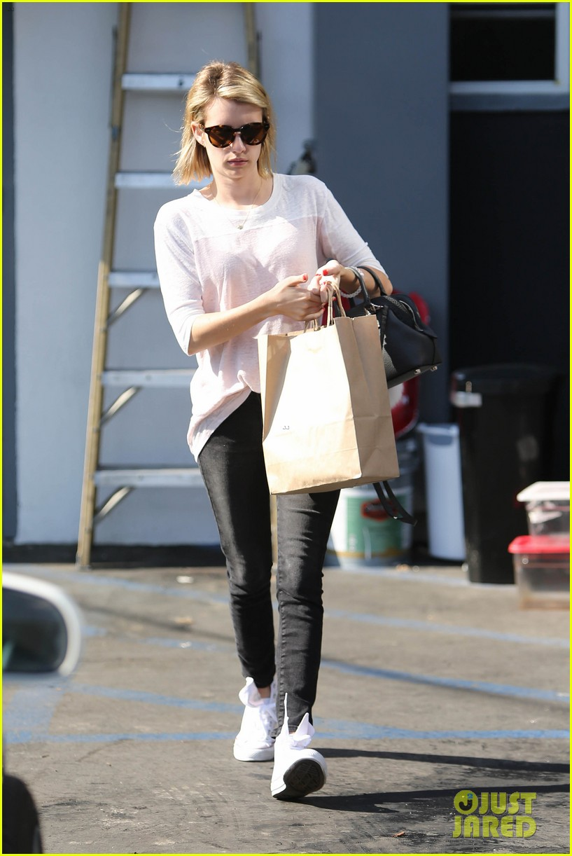 emma roberts stays healthy green juice 023132152