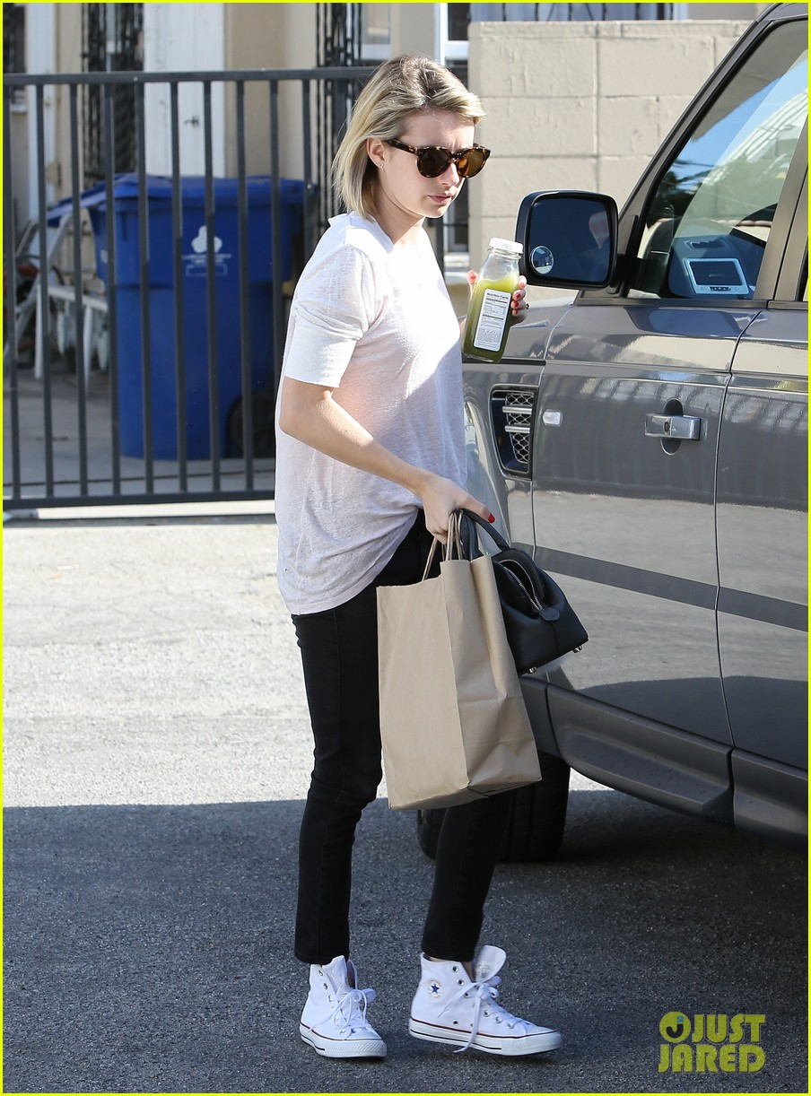 emma roberts stays healthy green juice 043132154