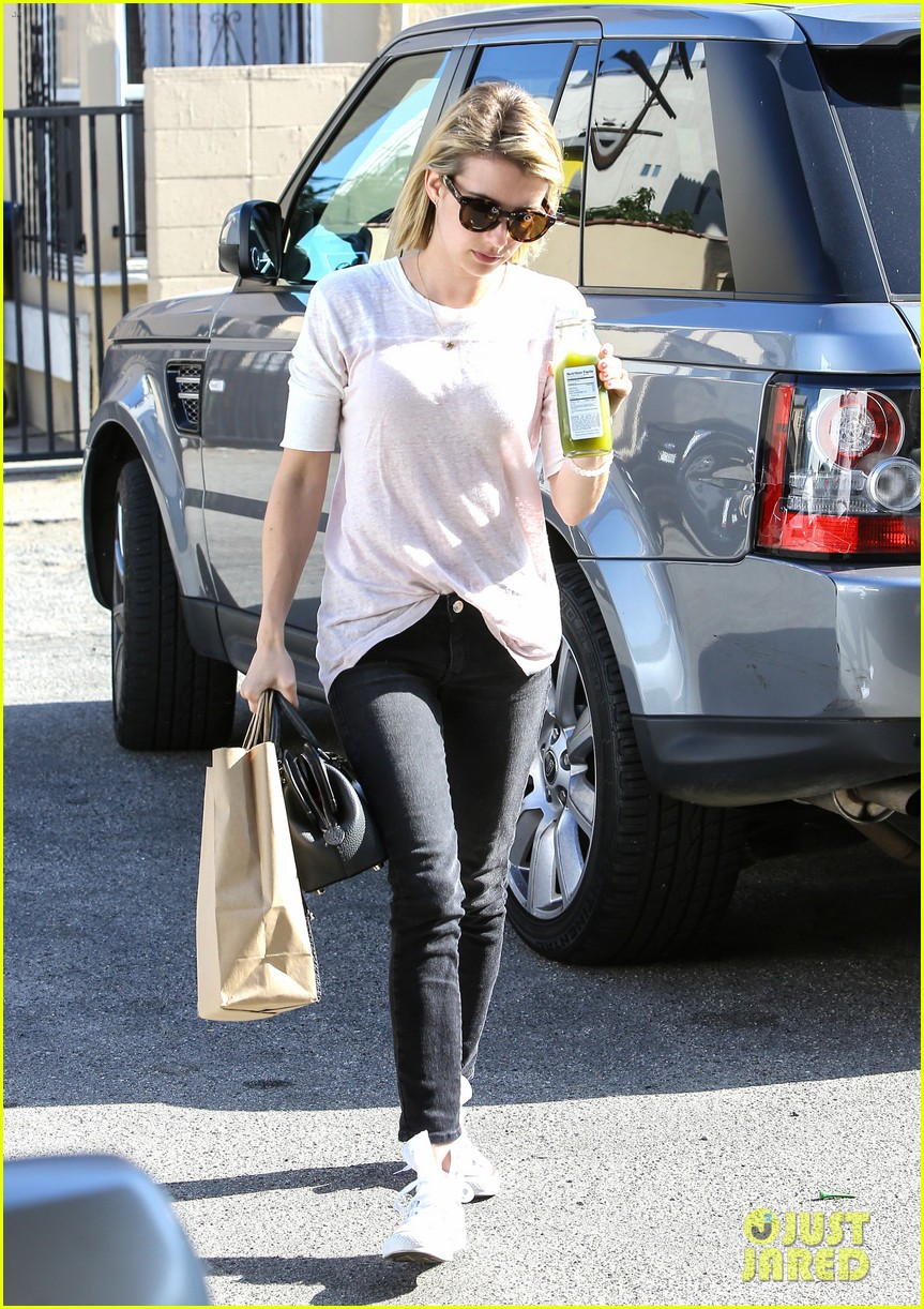 emma roberts stays healthy green juice 063132156