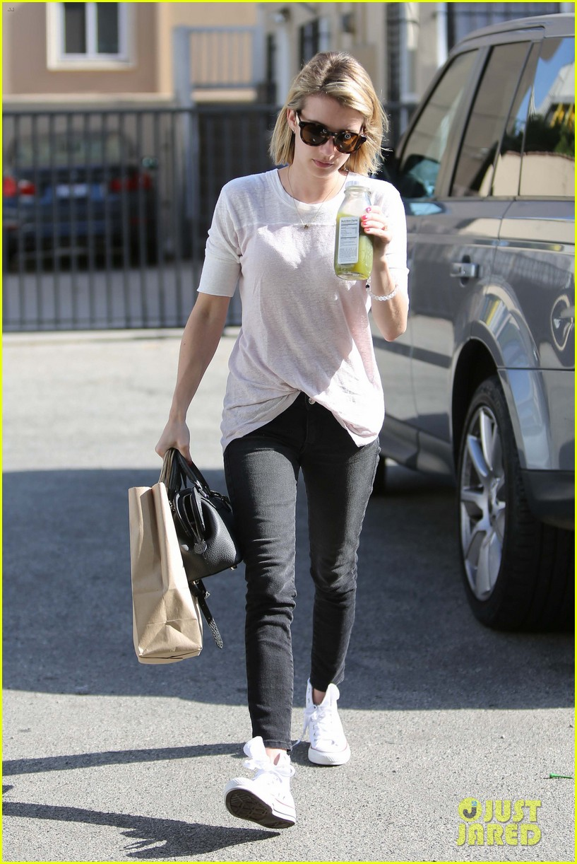 emma roberts stays healthy green juice 073132157