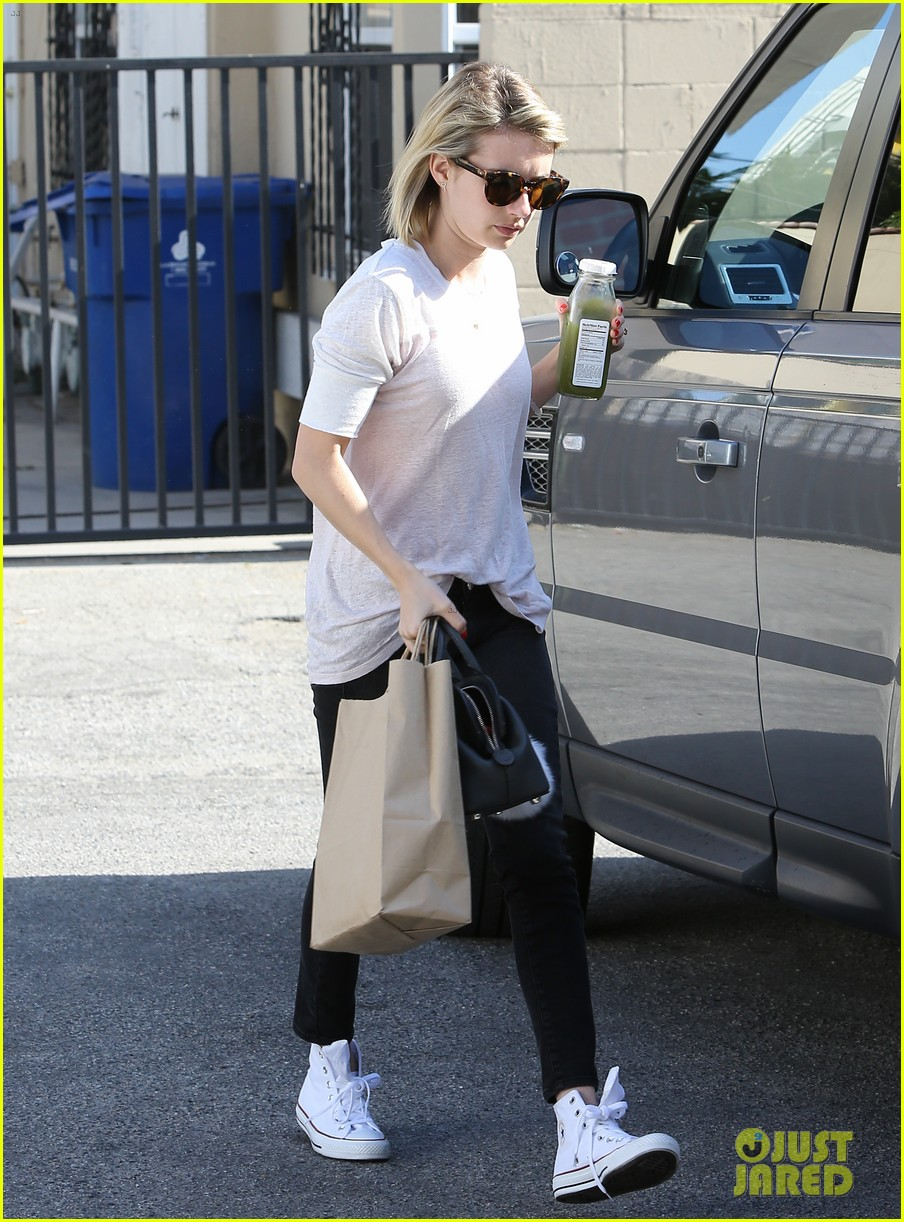 emma roberts stays healthy green juice 083132158