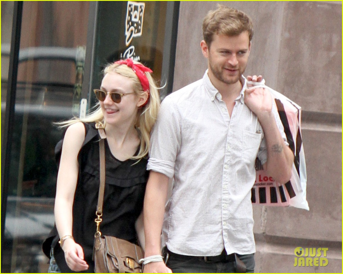 dakota fanning boyfriend walk hand in hand 03
