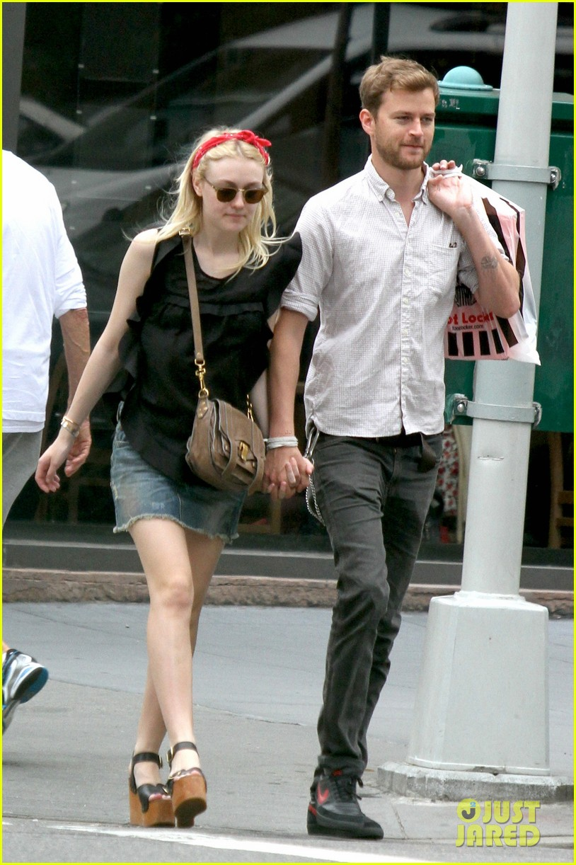 dakota fanning boyfriend walk hand in hand 043133172