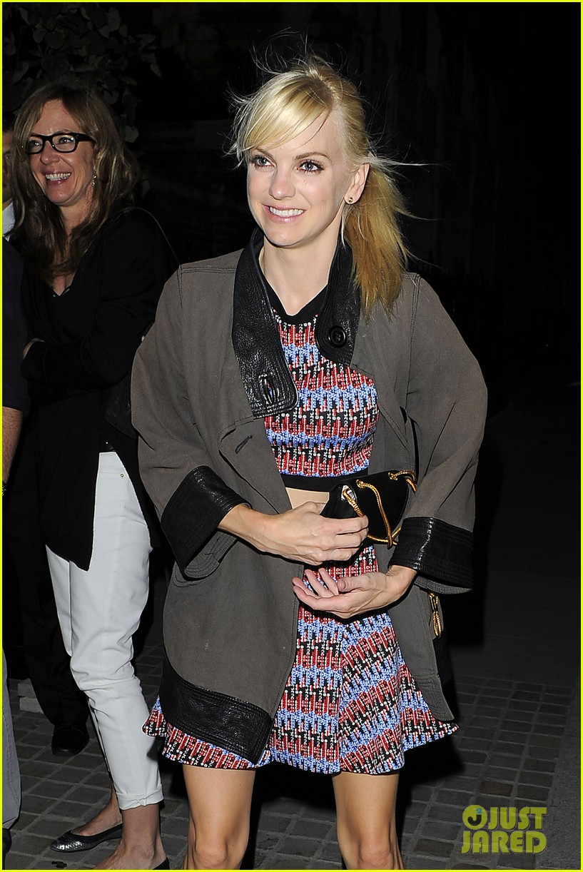 anna faris says chuck lorre is always right 043138432
