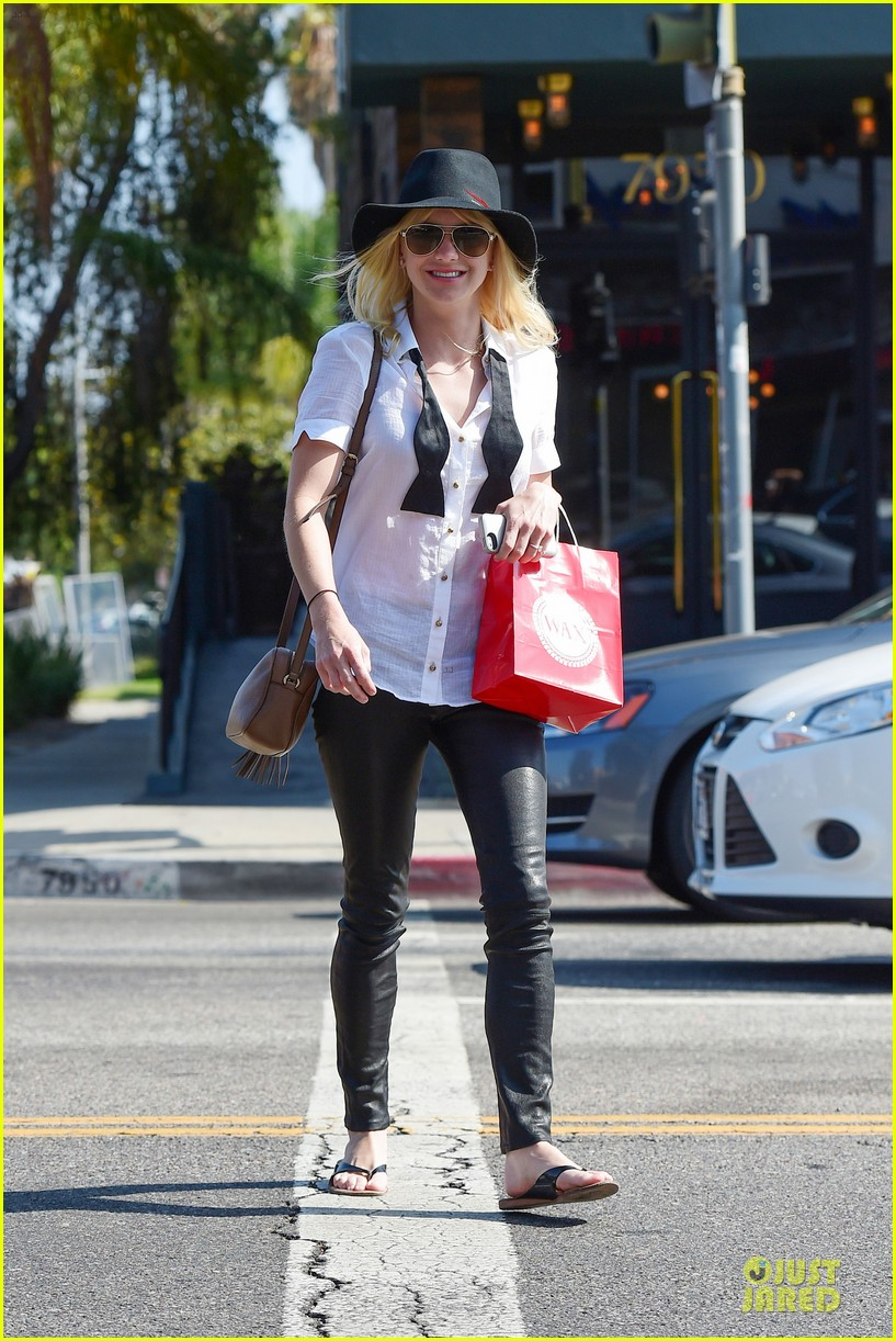 anna faris returns to caa 053142852