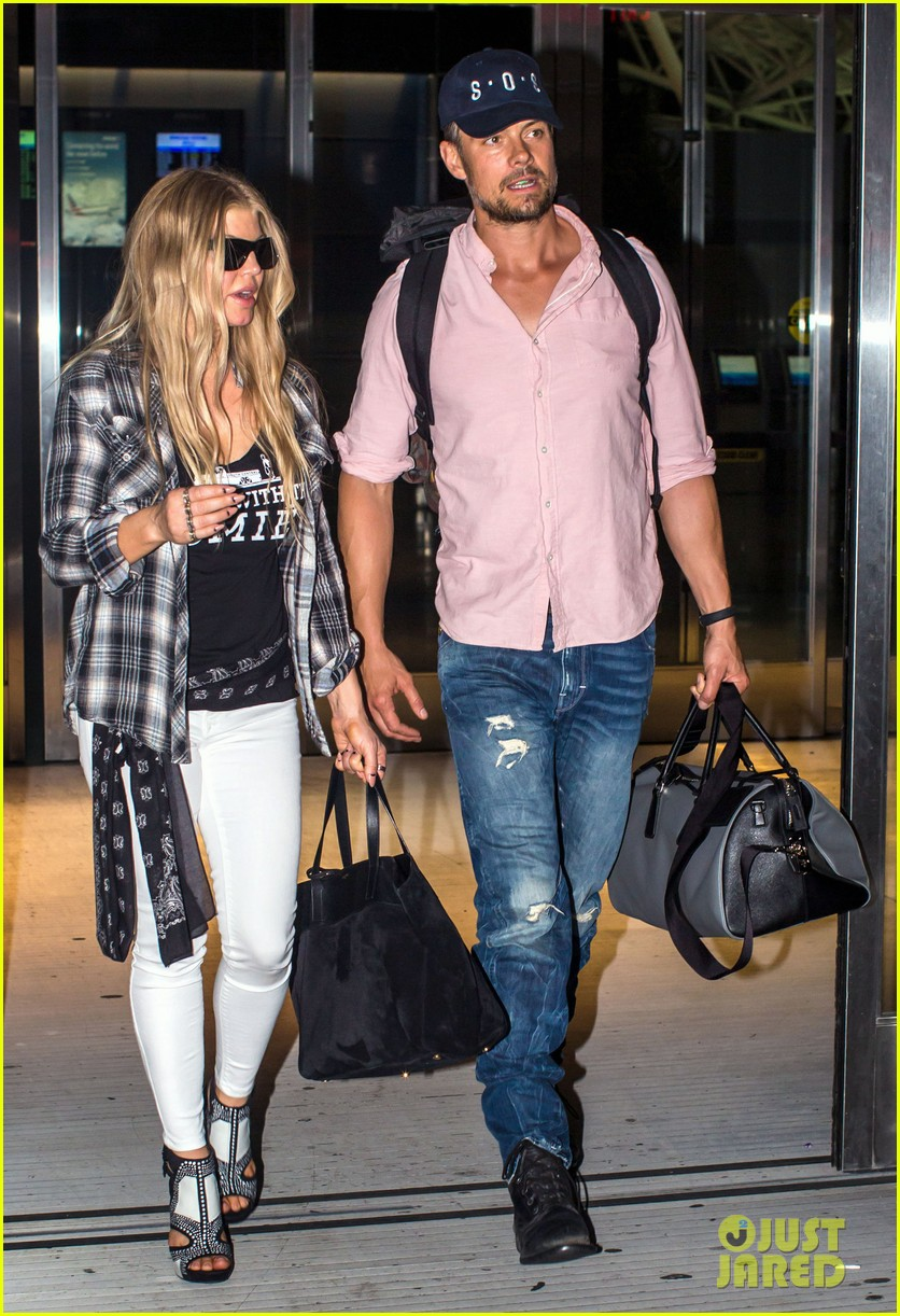fergie gets the major giggles at the airport with josh duhamel 033132535