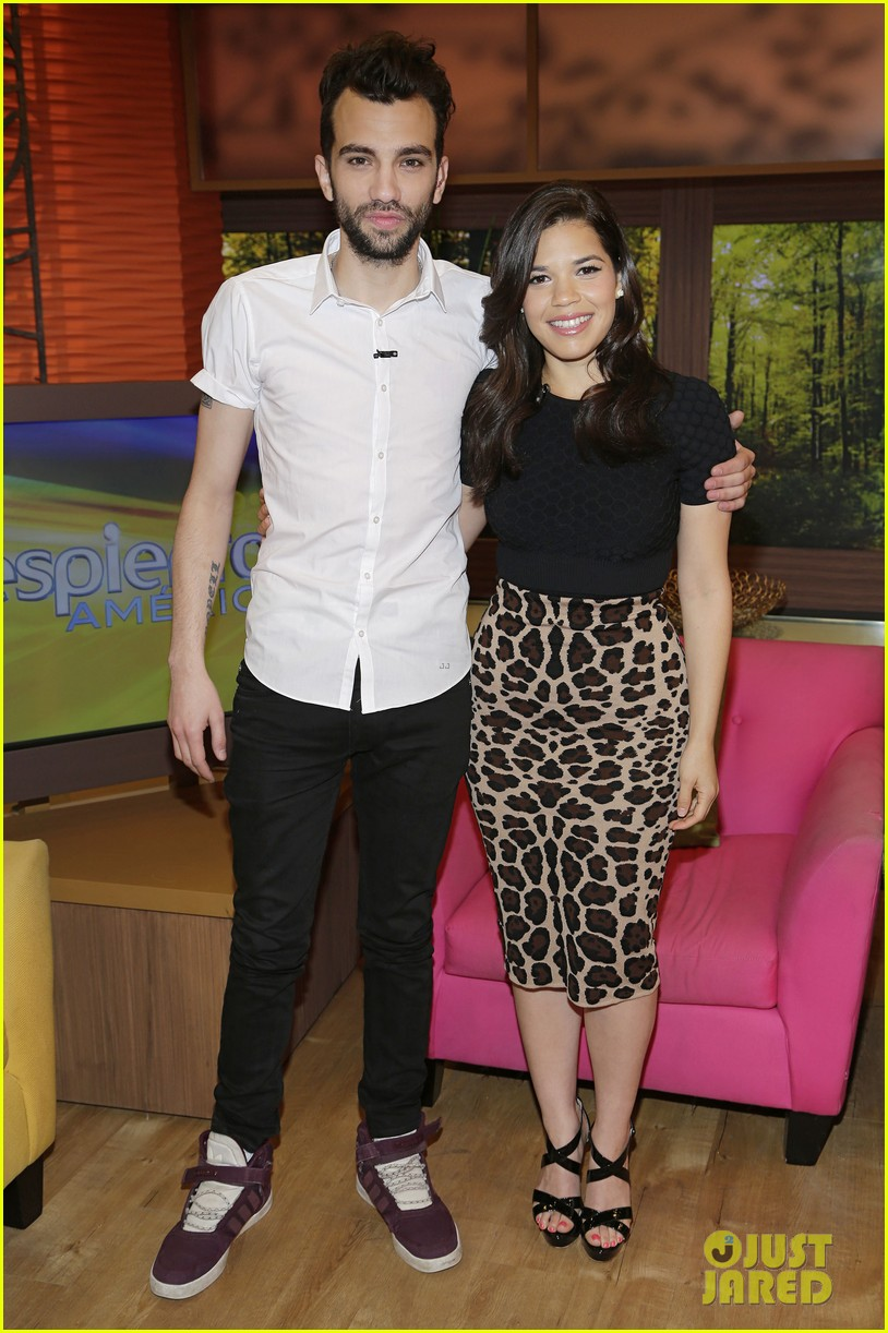 america ferrera jay baruchel caught me crying during how to train your dragon 2 053129590