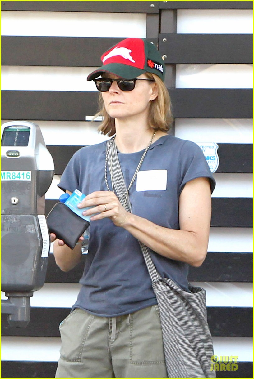 jodie foster talks booking oitnb gig 043138698