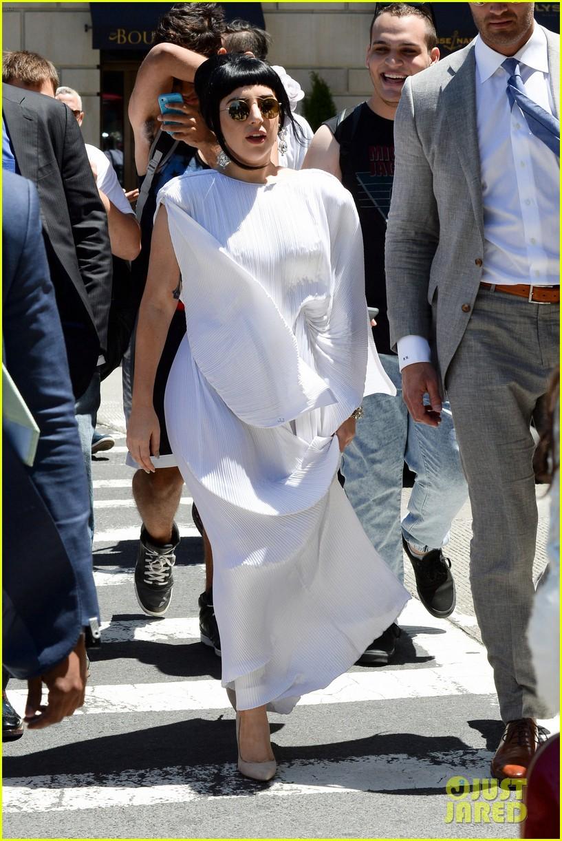 lady gaga kimono dress 013140098