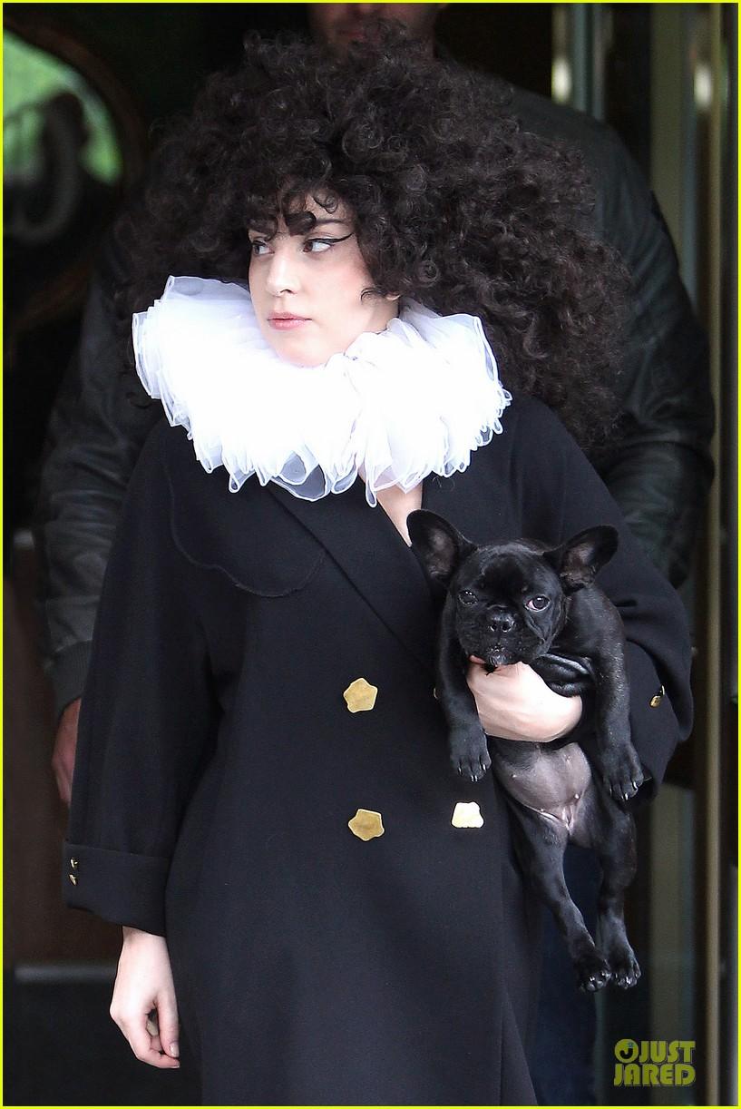 lady gaga brings back to british renaissance 063133473