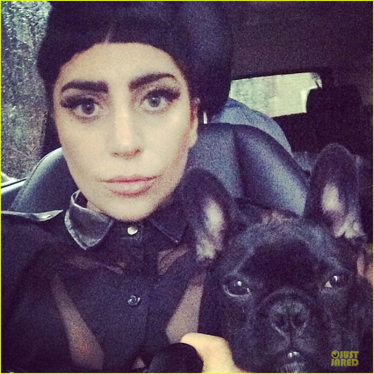 lady gaga cant stop wearing her cool wig 02