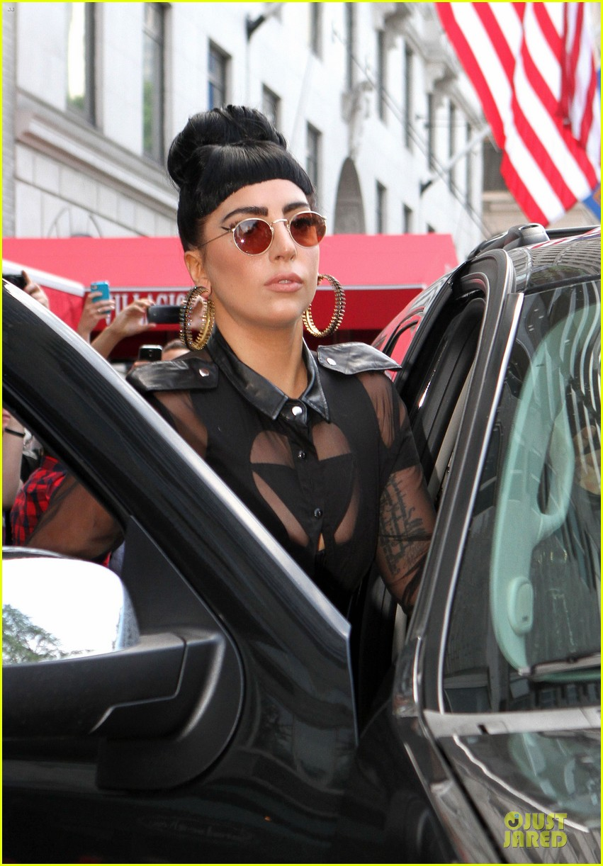 lady gaga cant stop wearing her cool wig 063135369