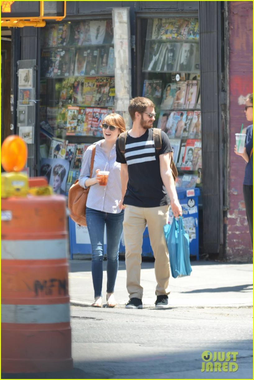 andrew garfield confronts paparazzi on stroll with emma stone 163141880