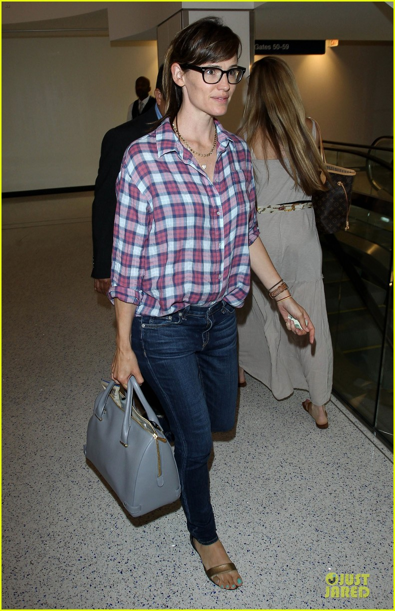 jennifer garner grinning after celebrating wedding anniversary 073147105