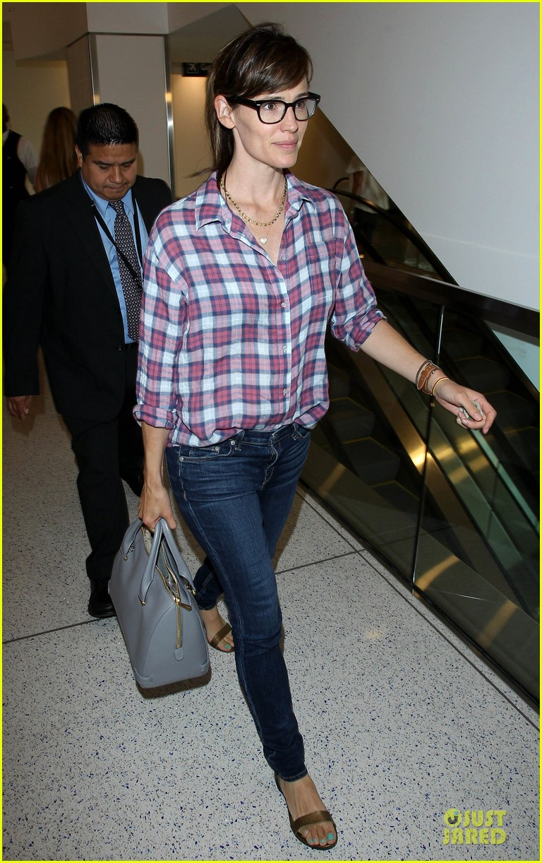 jennifer garner grinning after celebrating wedding anniversary 093147107
