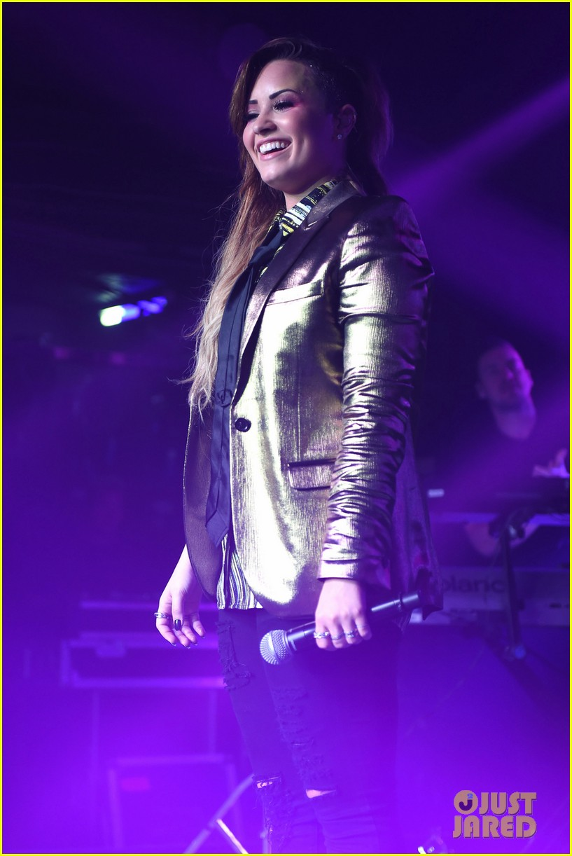 demi lovato london gay performance 123125967
