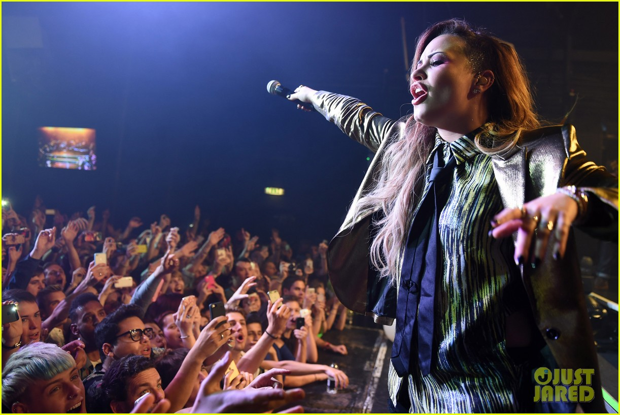 demi lovato london gay performance 21