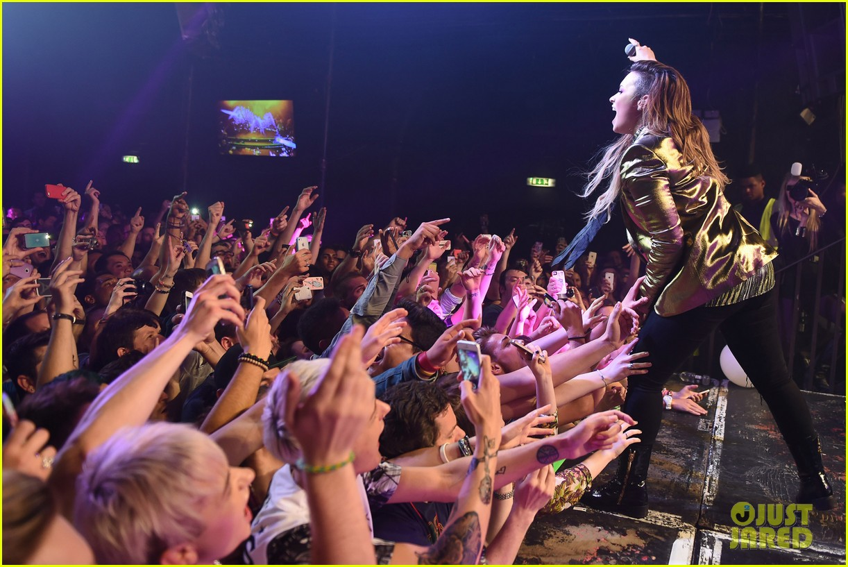 demi lovato london gay performance 29