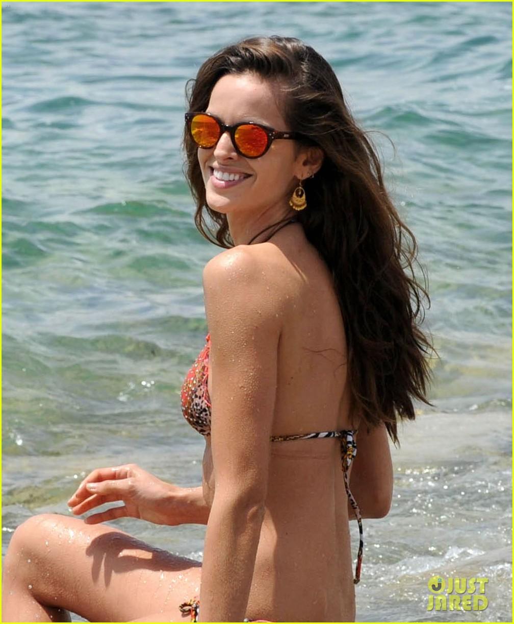 izabel goulart rocks bikini on vacation 023142539