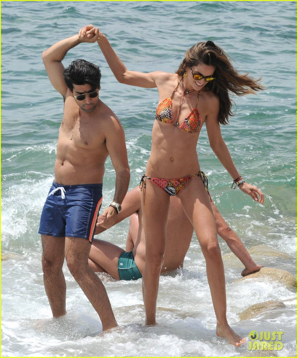 izabel goulart rocks bikini on vacation 033142540