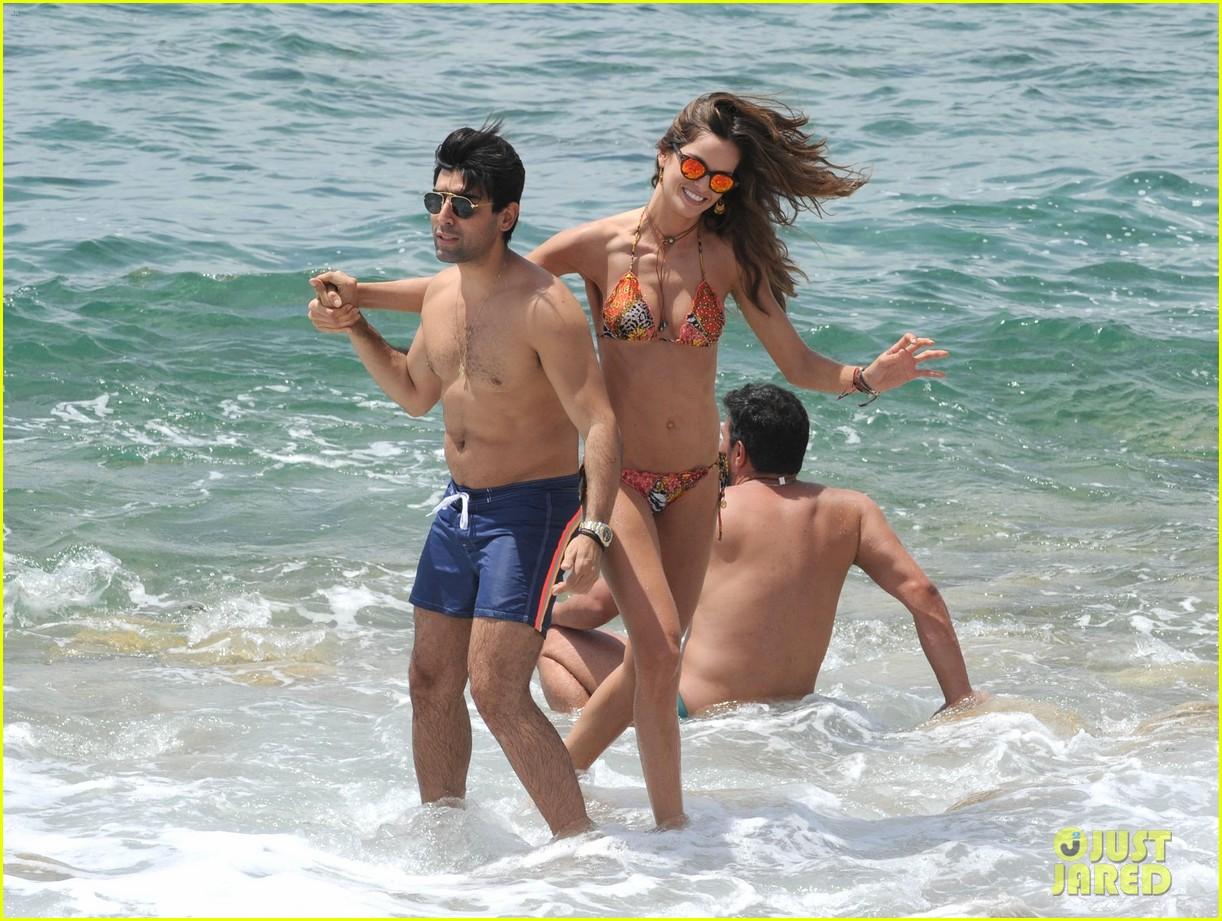 izabel goulart rocks bikini on vacation 053142542