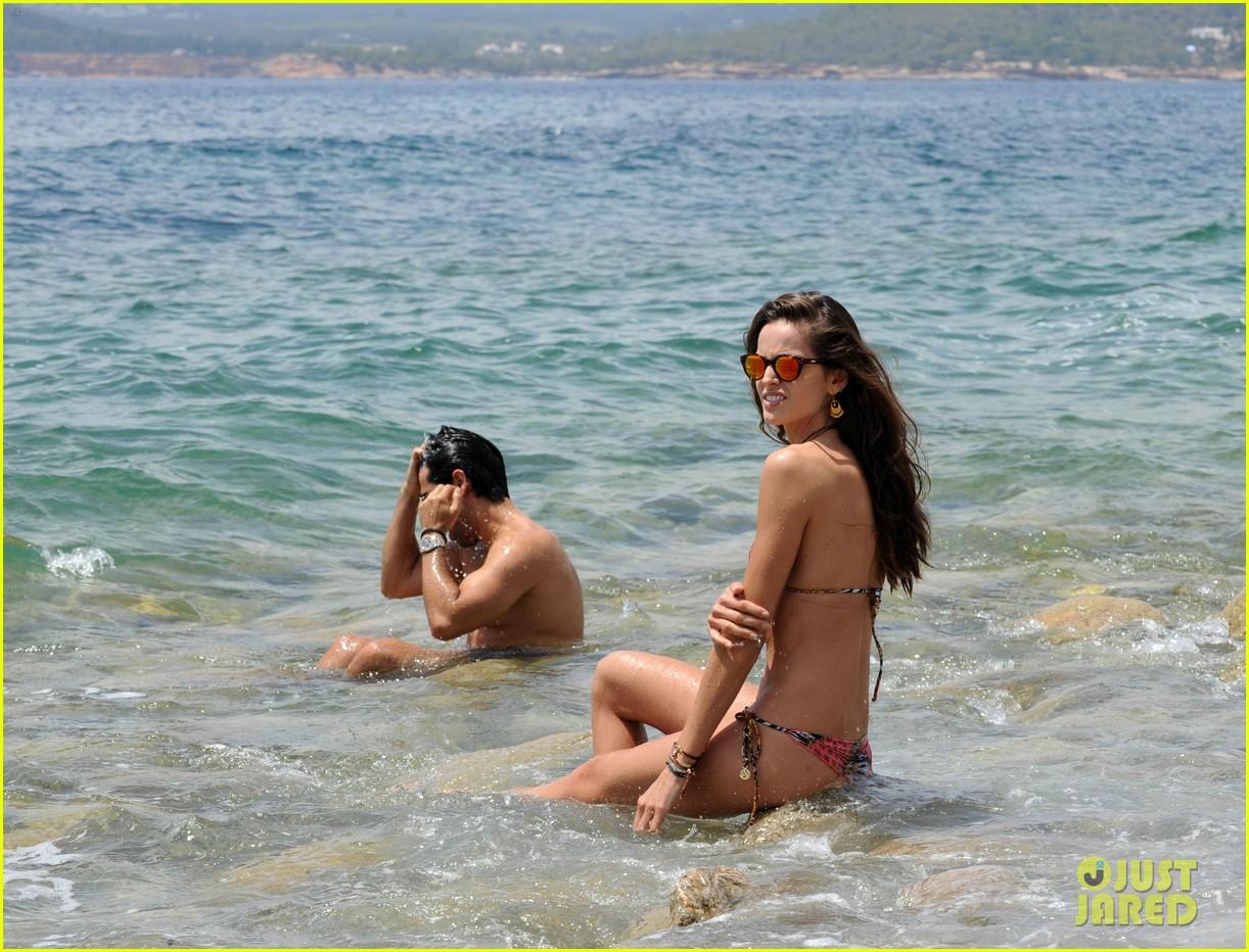izabel goulart rocks bikini on vacation 133142550