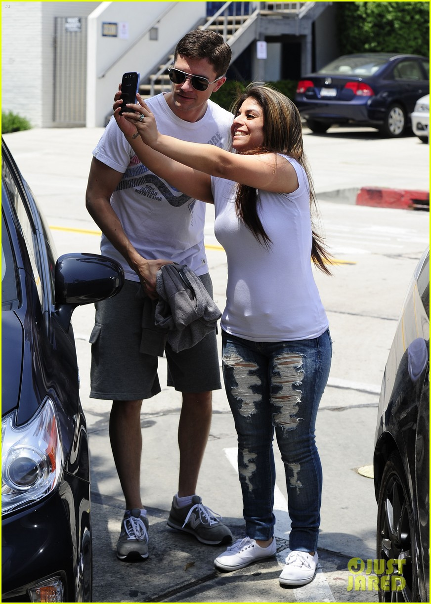 topher grace makes one fans day at the gym 093144837