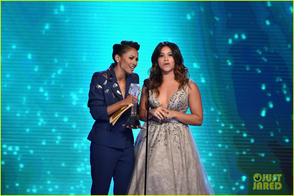 kat graham gina rodriguez critics choice tv awards 2014 233139551