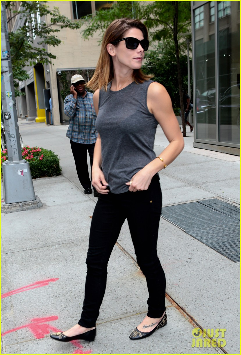 ashley greene supports her buddy zach braff on broadway 03
