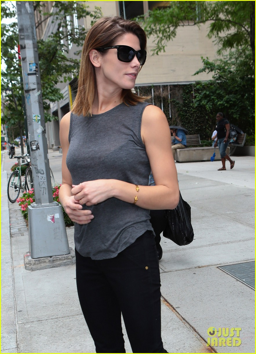 ashley greene supports her buddy zach braff on broadway 063139982