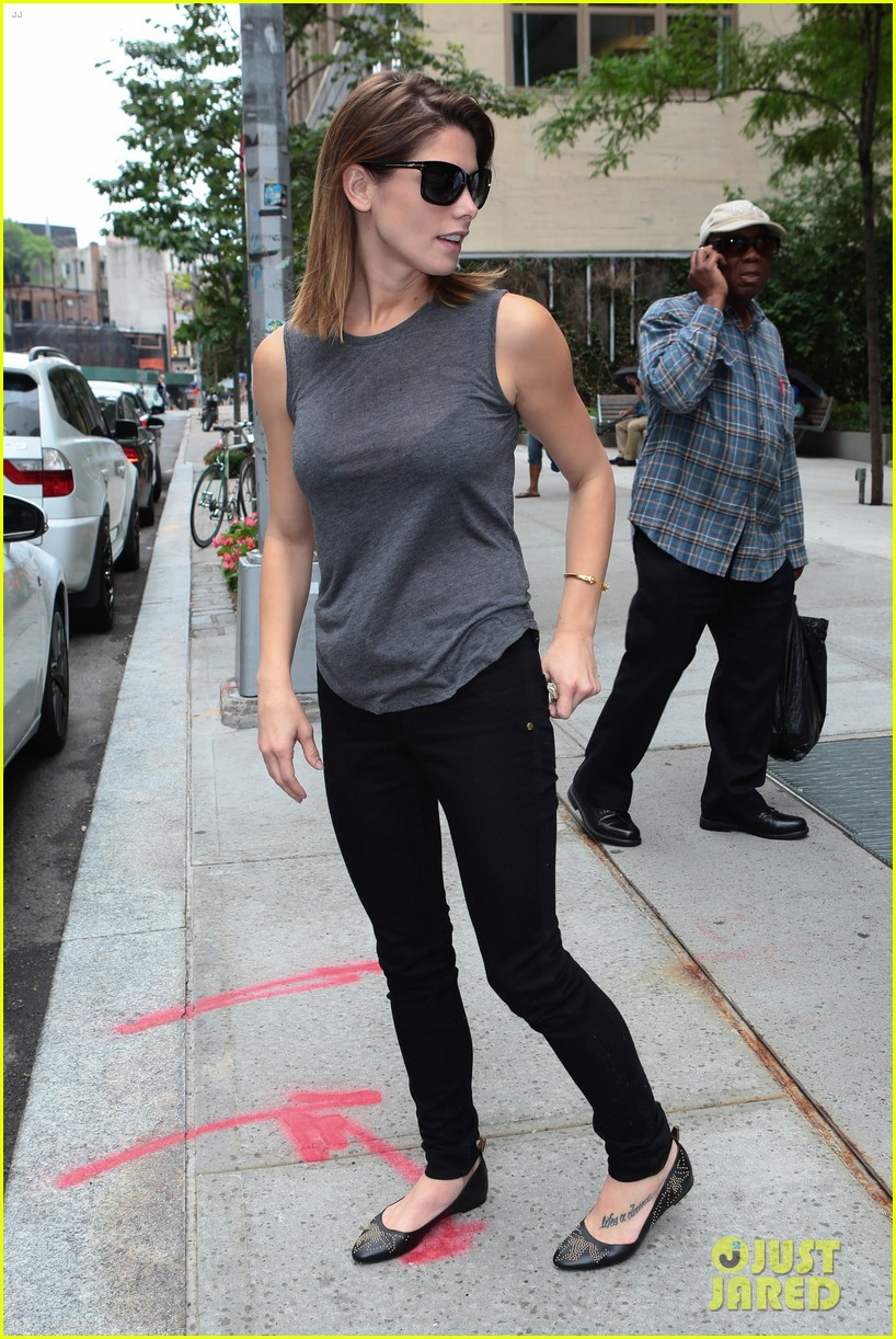 ashley greene supports her buddy zach braff on broadway 093139985