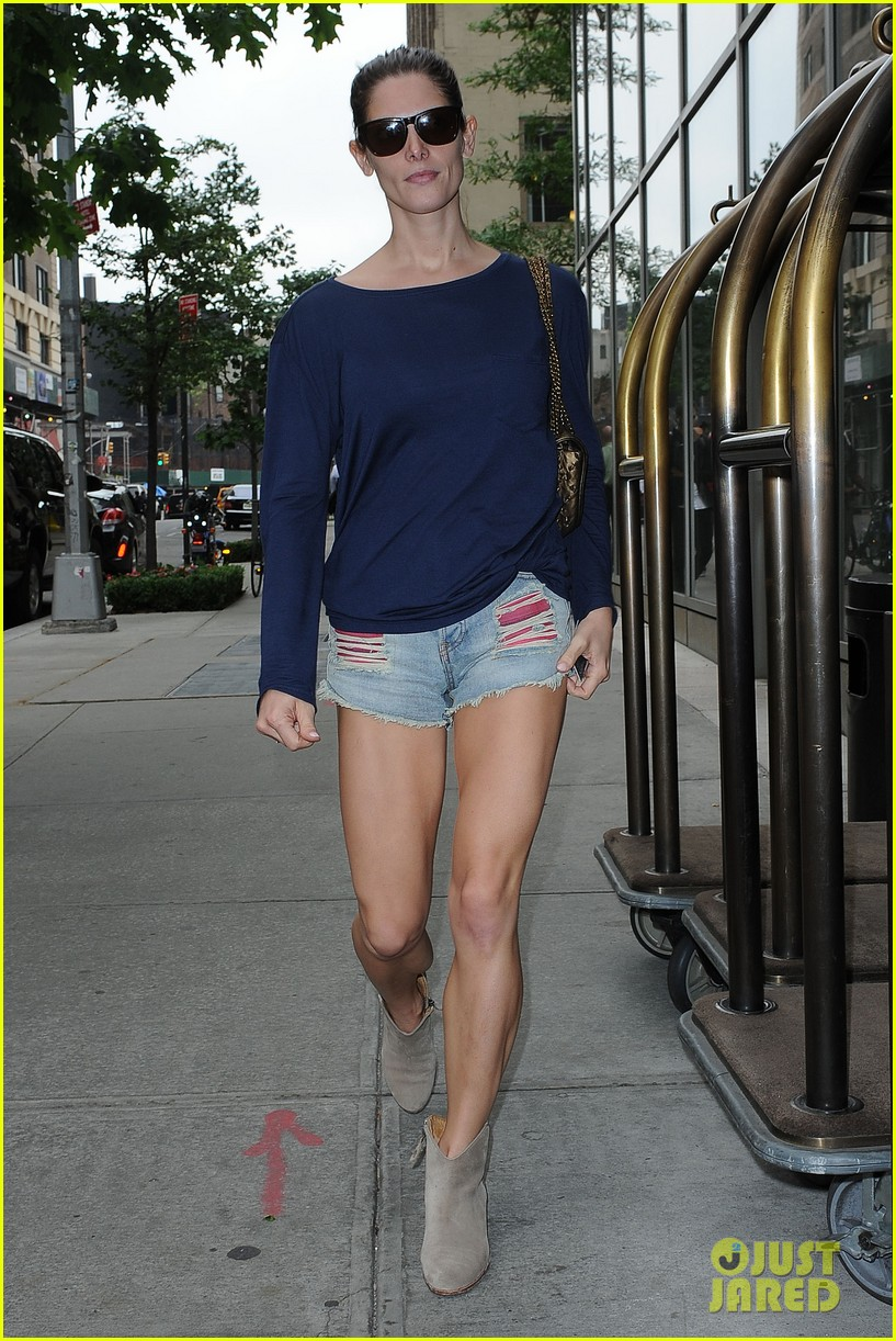 ashley greene nyc weather so confusing 02
