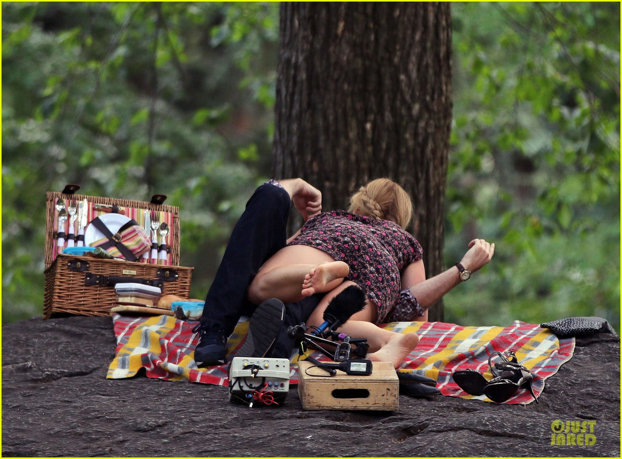 bill hader amy schumer kissing in central park 163145178