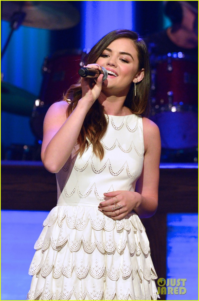 lucy hale makes her grand ole opry debut 043141064