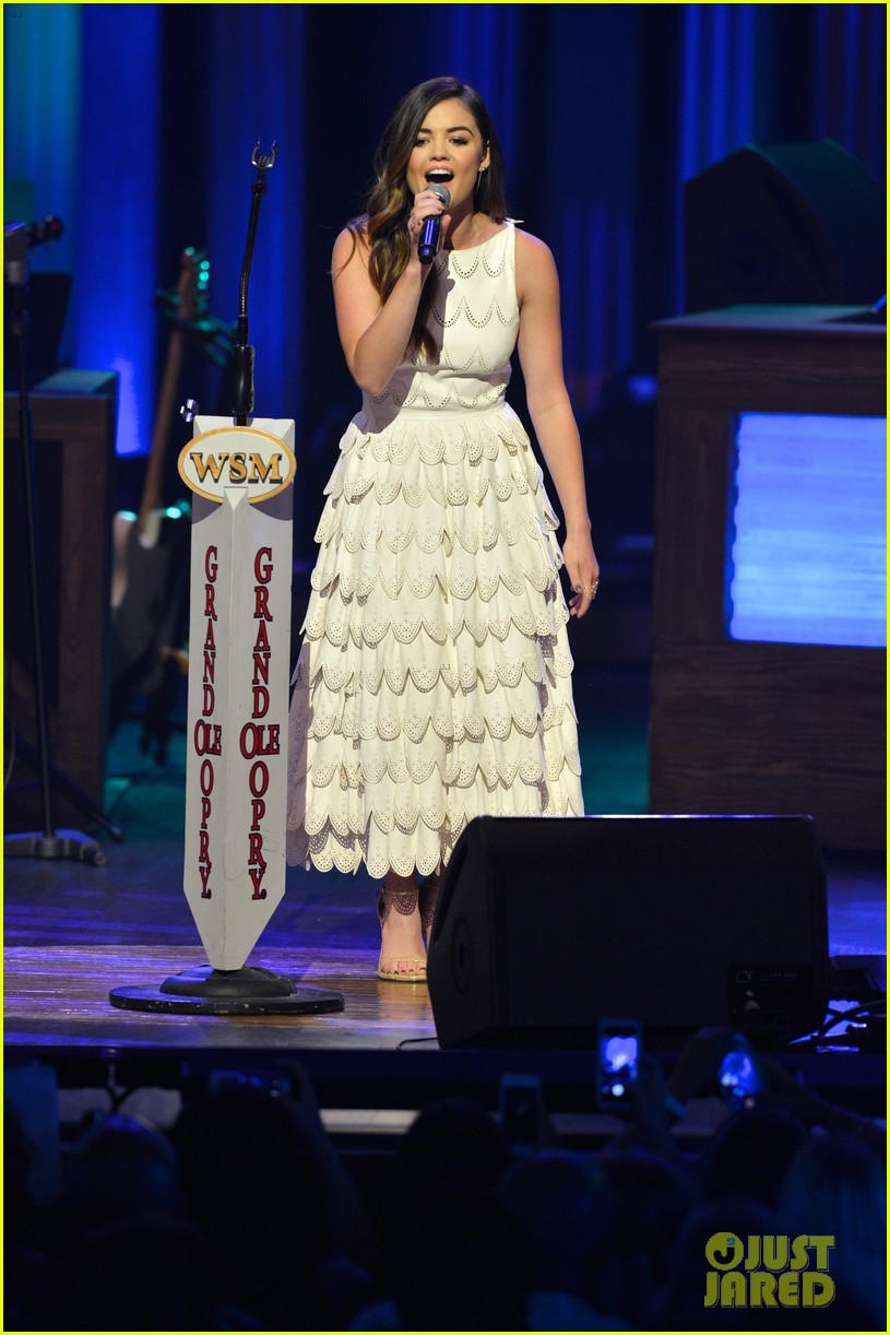 lucy hale makes her grand ole opry debut 053141065