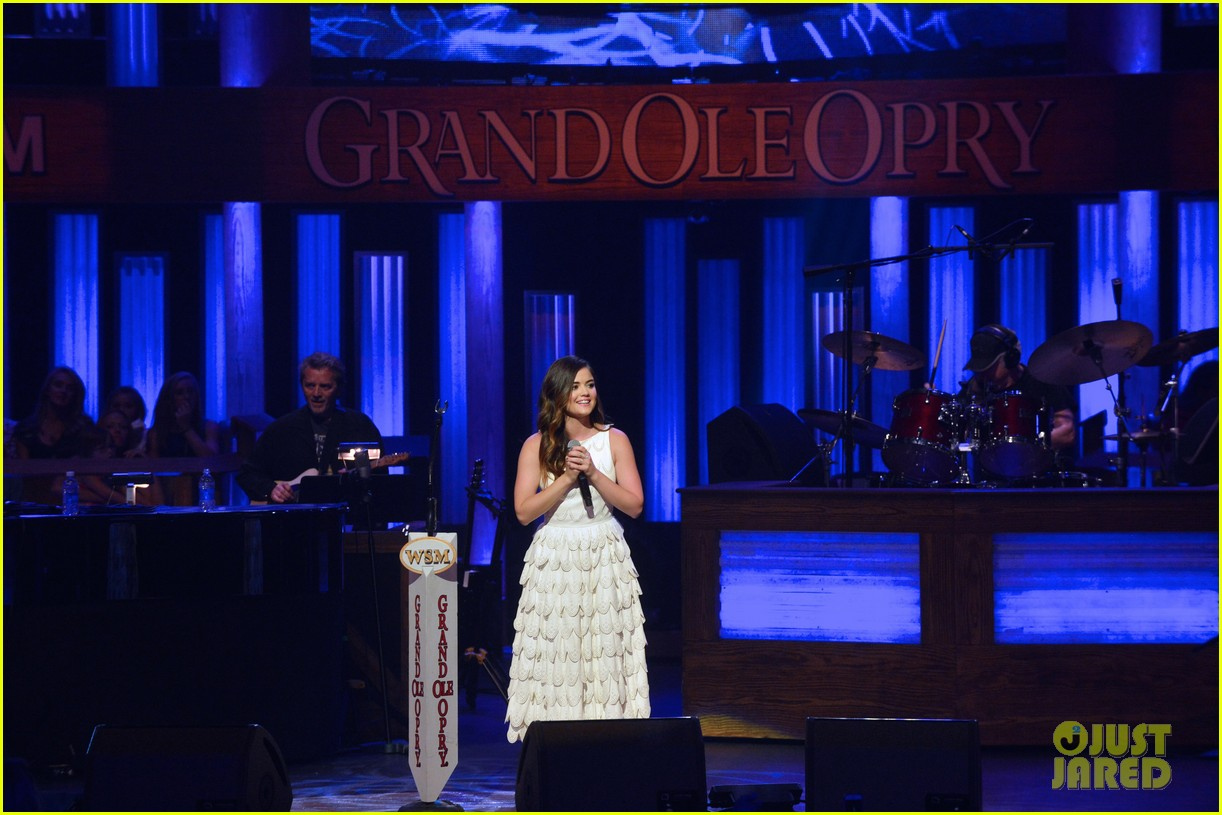 lucy hale makes her grand ole opry debut 063141066