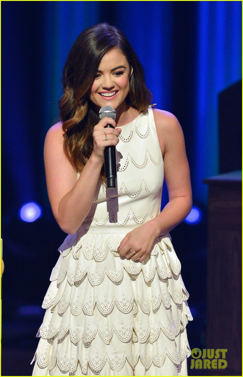 lucy hale makes her grand ole opry debut 153141075