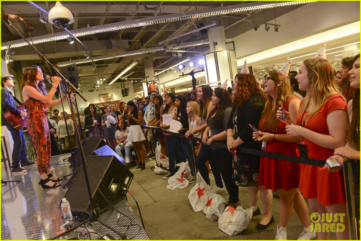 lucy hale all access mall meet up 233135765