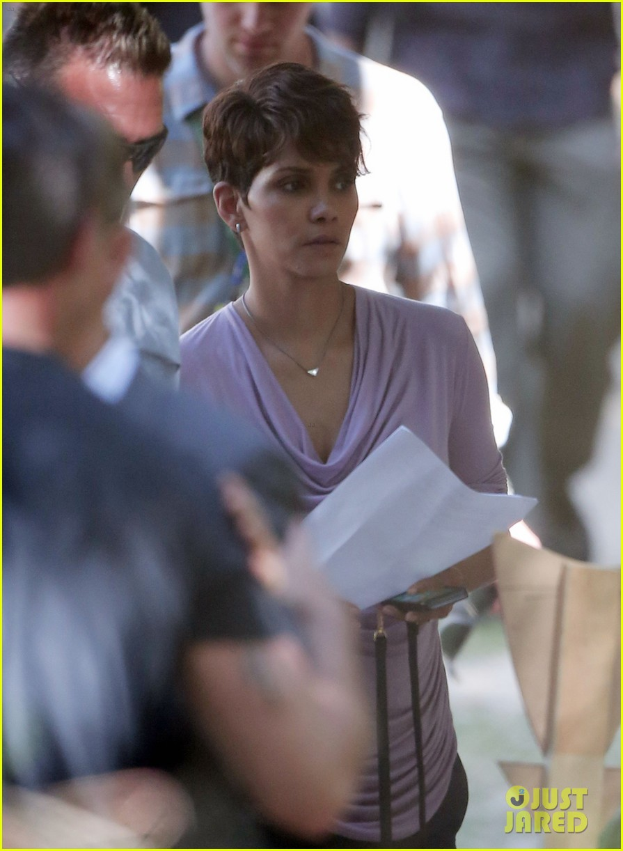 halle berry is hiding her secrets in new extant teaser 013128118