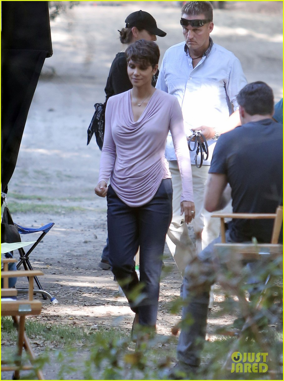 halle berry is hiding her secrets in new extant teaser 023128119